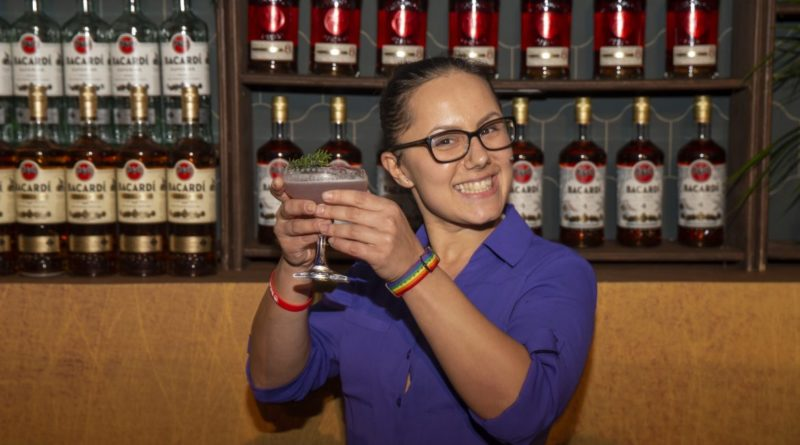 Carnival Mixologist Named 'Bartender of the Year' at Bacardi Cruise Competition